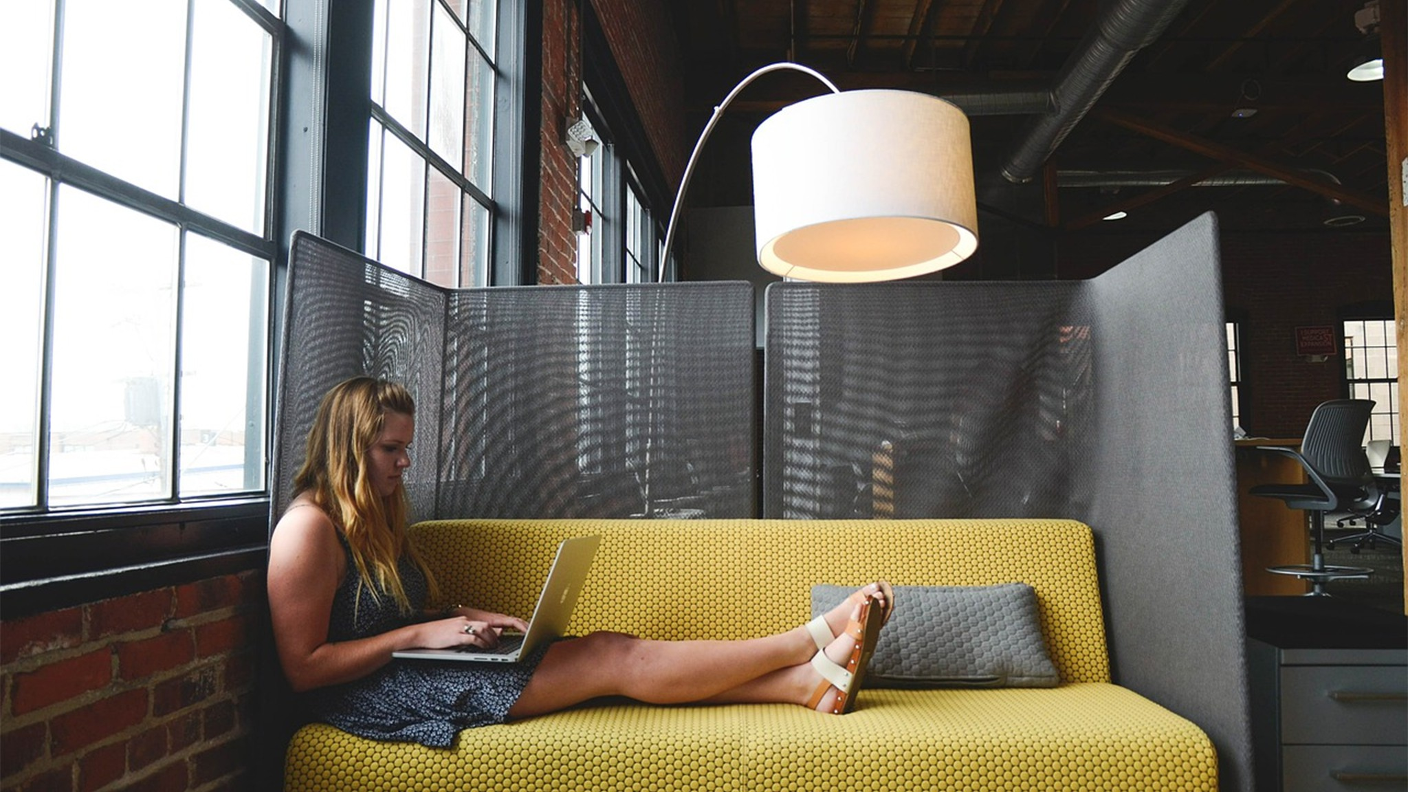 Learn How to Do Freelancing gigs Successfully from Home